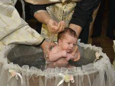 4 mituri bizare despre botez. Tu tii cont de ele?