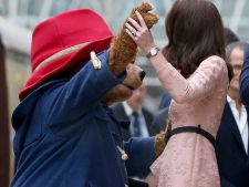 VIDEO Kate Middleton, dans in statia de tren cu ursuletul Paddington