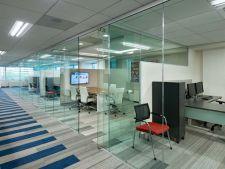 Paradoxul prezentului - Birouri moderne cu pereti din sticla si nevoia de intimitate