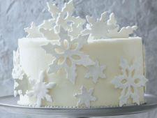 Transforma cozonacul ramas de la Craciun in tort pentru Revelion