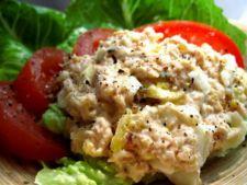 Salata de somon cu ou, un rasfat in diminetile reci de iarna