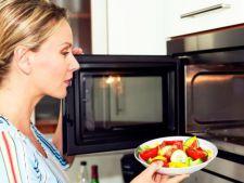 4 lucruri pe care sa nu le bagi niciodata in cuptorul cu microunde