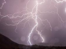 Avertizare meteo! Averse insotite de descarcari electrice in urmatoarea perioada