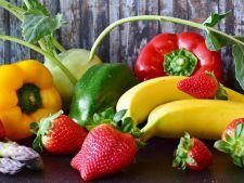 "Topul fructelor si legumelor ""bogate"" in pesticide. Si tu le consumi!"
