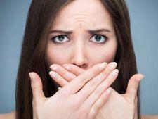 Dentistii iti spun cum scapi usor de mirosul neplacut din gura