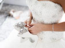 Rochie de mireasa? 7 tinute cu pantalon pentru nunta care vor da pe spate invitatii!