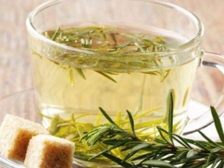 Ceaiul de rozmarin, un leac nebanuit. Ce beneficii surprinzatoare ascunde?