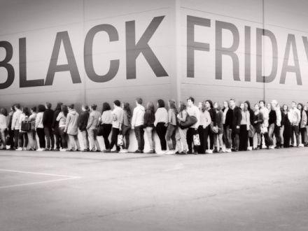 Expertul Acasa.ro, psiholog Daniela Nicoleta Dumitrescu: Black Friday sau Blanc Decision?