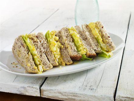 Sandwich cu ou si curry! O reteta pe care vei dori sa o prepari zilnic
