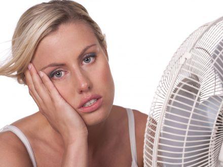 Cum sa reduci consumul unui aparat de aer conditionat cu ajutorul unui ventilator