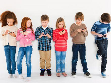 Smartphone-ul pentru copii? 5 reguli de urmat pentru o utilizare responsabila