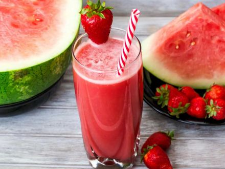 3 smoothie-uri delicioase, perfecte pentru un mic dejun energizant de vara