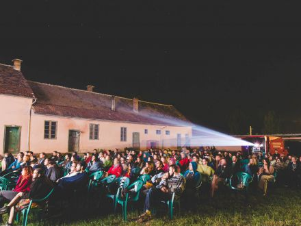 """""""Luna Plina"""" cu vanatoare de fantome, filme si ateliere! Festivalul de la Biertan, reincepe"""