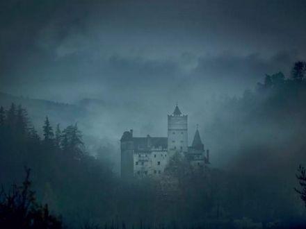 O noapte infricosatoare la Castelul Bran, de Halloween! Oaspetii vor dormi in sicrie de lux