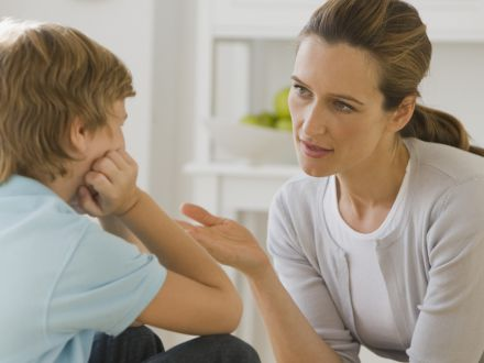 Expertul Acasa.ro, psiholog Daniela Nicoleta Dumitrescu: Cine are dreptate: mama sau doamna?