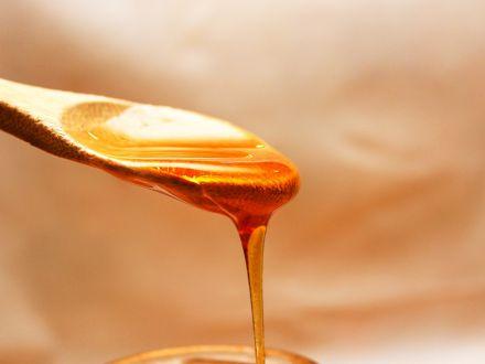 3 masti faciale cu miere, benefice pentru orice tip de ten