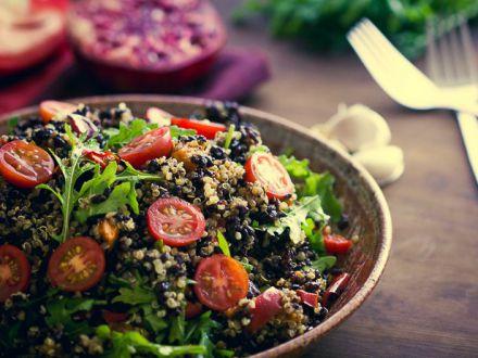Salata in stil marocan, cu orez negru! Este sanatoasa si foarte satioasa