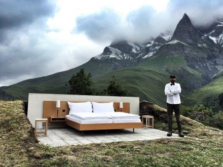 Hotel inedit in Elvetia! Cat te costa sa dormi sub cerul liber