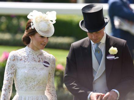 Invata de la Kate Middleton cum sa porti rochiile din dantela