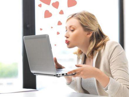 STUDIU Ne indragostim in fata calculatorului! Cate relatii incep online