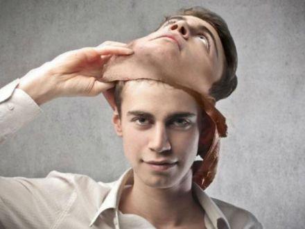 5 lucruri prin care iti poti da seama ca oamenii sunt falsi