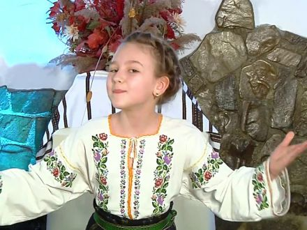 Elisabeta Cuibar – fetita miracol a folclorului nemtean! A castigat 20 de premii intr-un an