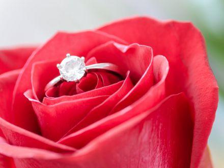 Inelul de logodna – prima dovada a dorintei de unire dintre parteneri