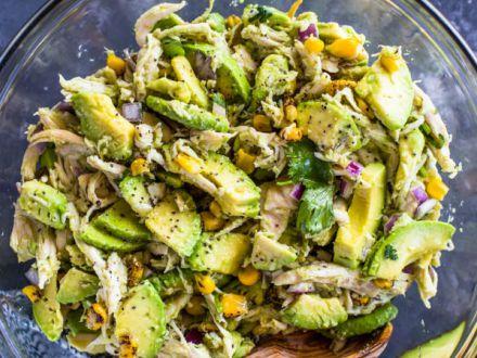 Salata de pui cu avocado, o reteta delicioasa si sanatoasa