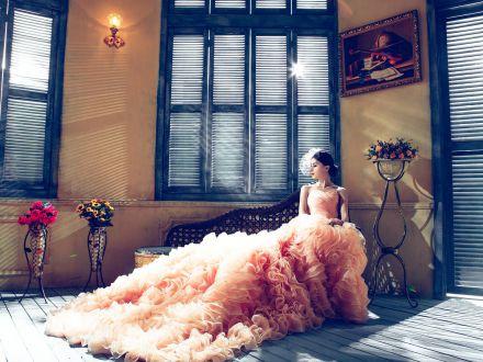 6 rochii de mireasa senzationale care nu sunt (chiar) albe