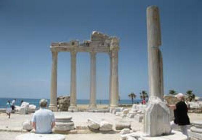 Ruine de templu in Side, Turcia