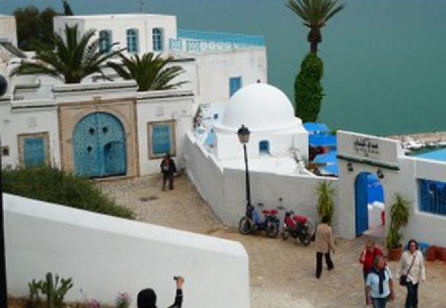 Tunisia case alb albastru