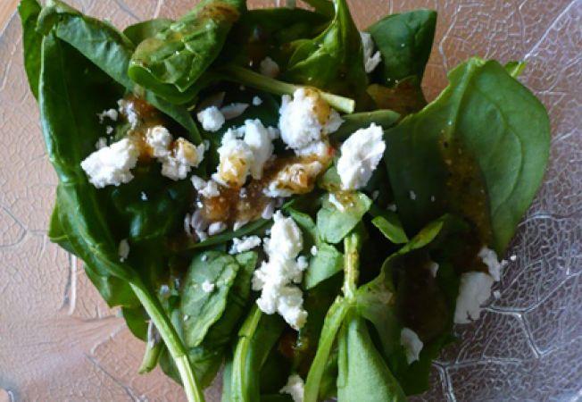 salata spanac, branza de capra si otet de nuci