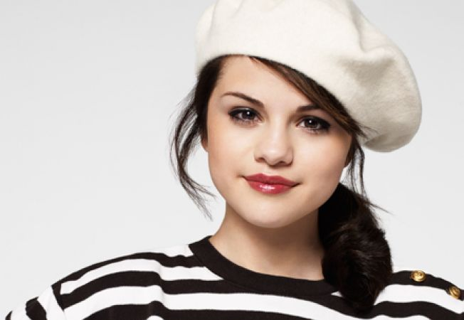 Selena Gomez - Teen Fashion Idol