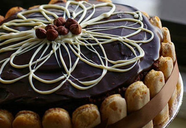 tort ornat ciocolata
