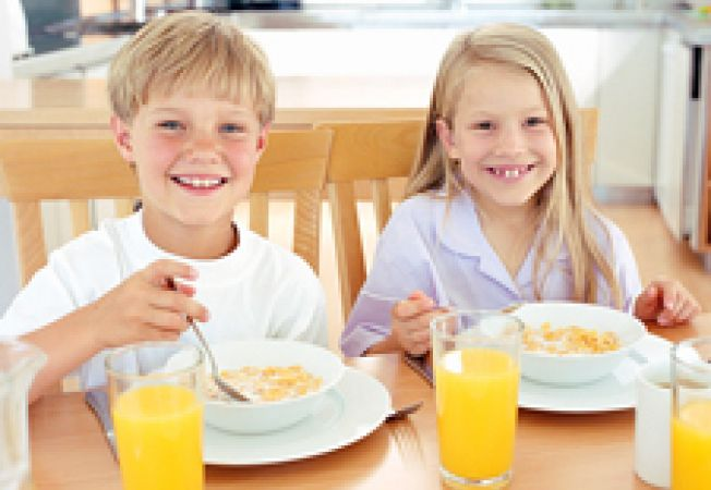 copii la masa