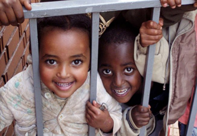 Adoptia la distanta, un act de caritate sau o moda