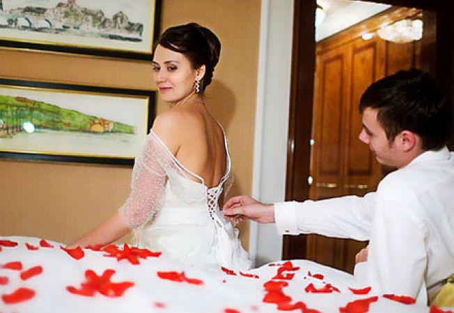 Как использовать женские афродизиаки в первую брачную ночь. Свадьба: Самое