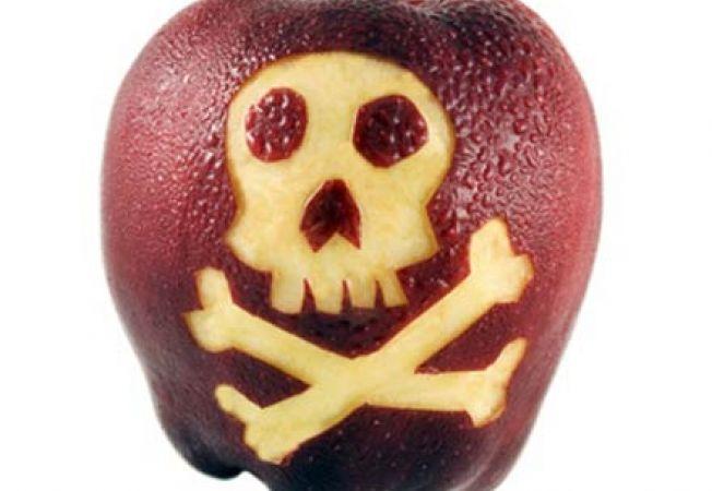 Fructele cu cele mai multe pesticide