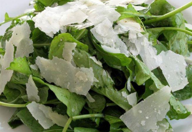 Salata de rucola, lamaie si parmezan