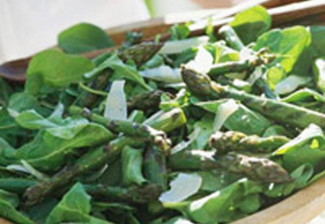 Reteta afrodisiaca pentru vara: salata de rucola si sparanghel copt