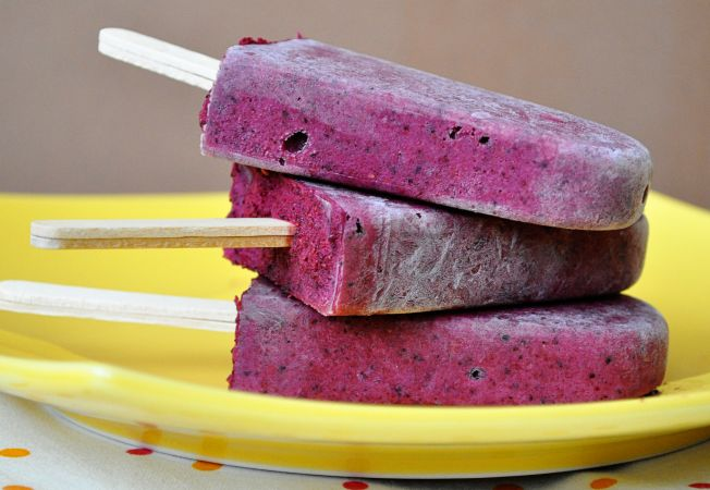 Batoane inghetate din fructe de padure