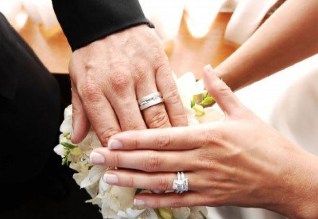 Iti schimbi numele dupa casatorie?