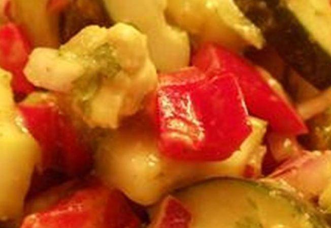 Salata de castravete si avocado