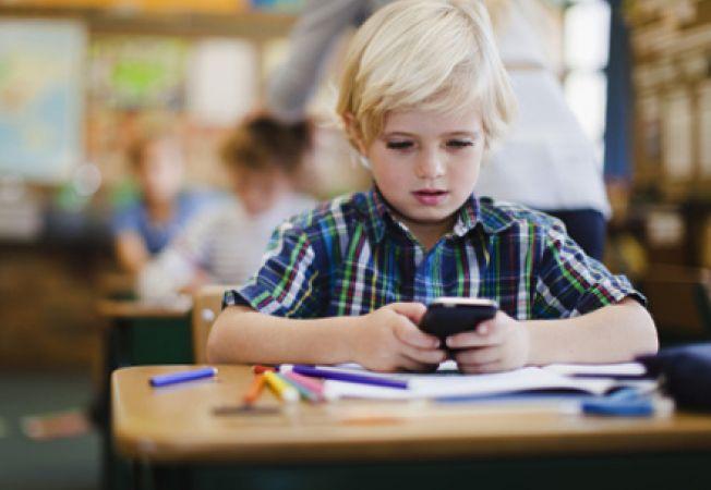 Telefonul mobil la scoala: pro si contra