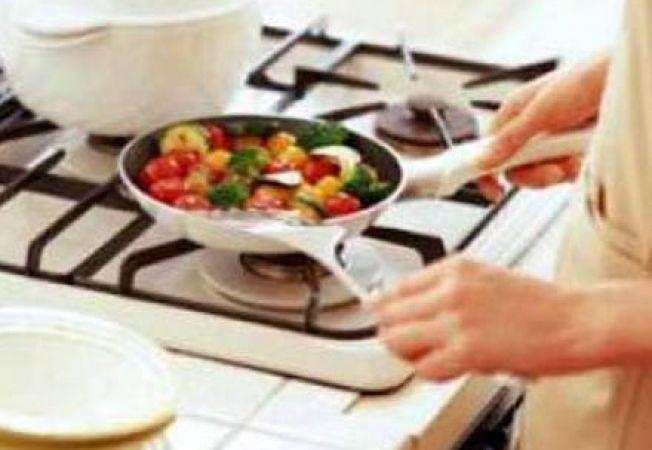 Activitatile casnice, lasate in grija femeilor