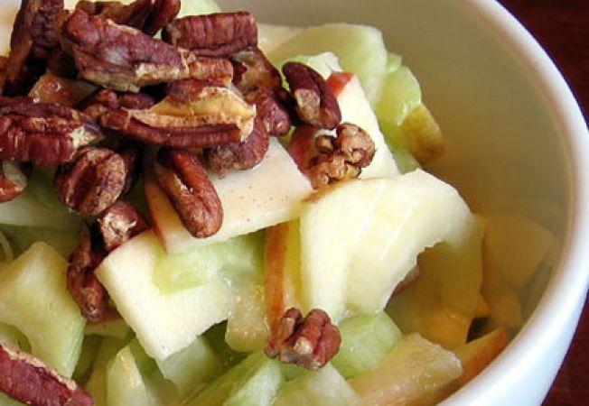 Salata cu mere, alune si telina