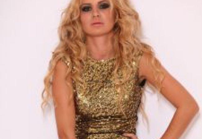 Straluceste ca Marina Dina de sarbatori in tinutele Artista de pe www.HaineDama.ro
