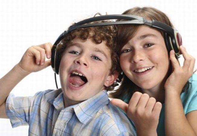 6 moduri in care muzica dezvolta creierul copiilor