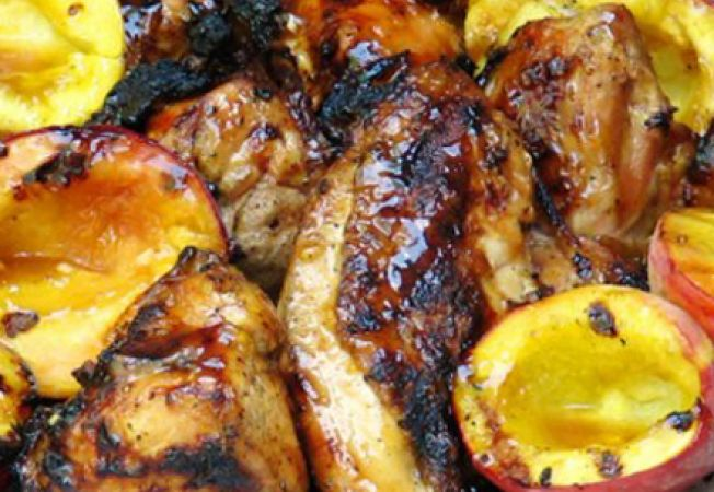 Reteta de 1 Decembrie: friptura de porc cu piersici