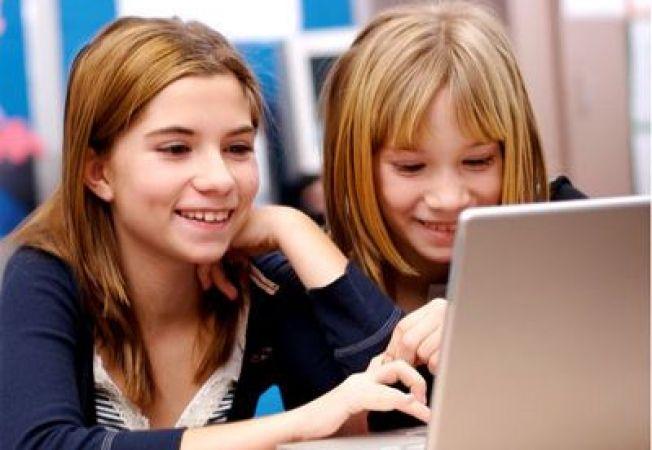 Prima experienta a copilului pe retele de socializare online, la ce varsta?